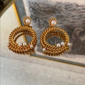 Oscar de la Renta gold with pearl earrings